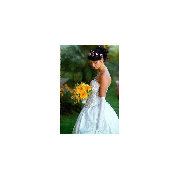 765082 beautiful bride with bouquet