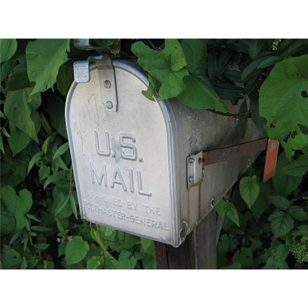 800px-Mailbox US in the shade